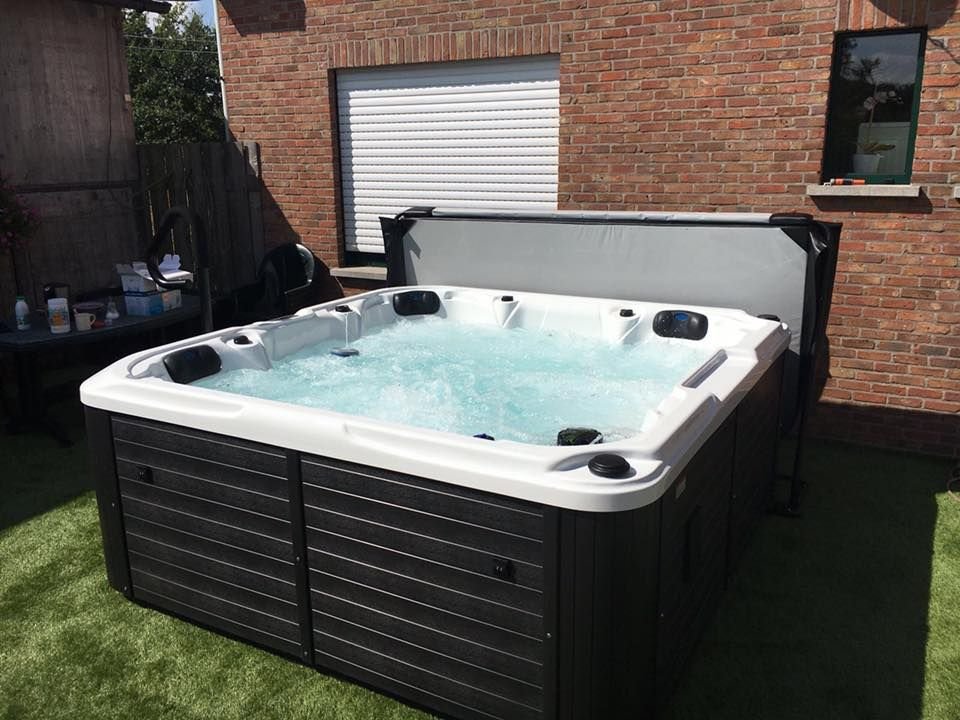 Een royalty spa jacuzzi - referentie_jacuzzi_dallas_1