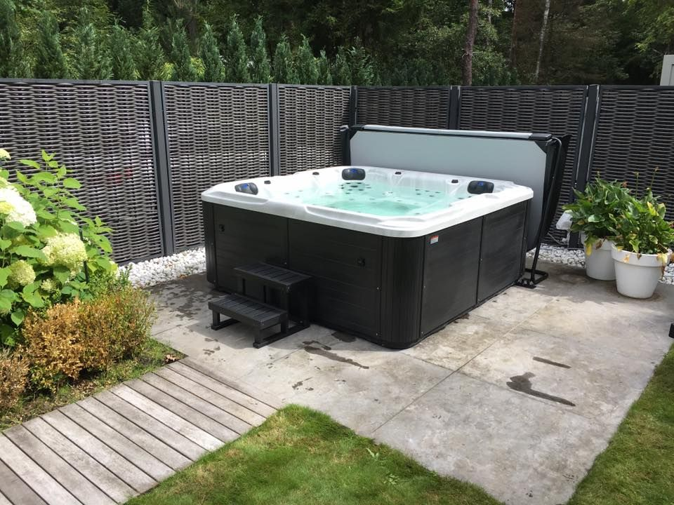 Jacuzzi In Tuin : Jacuzzi in de tuin royalty wellness